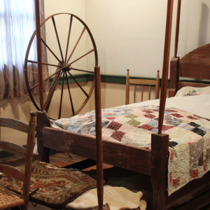 Homemaking, Homesteading & A Simple Life - spinning wheel