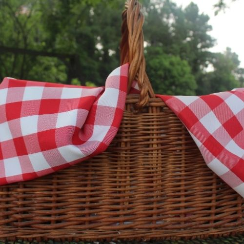take a picnic lunch to an auction