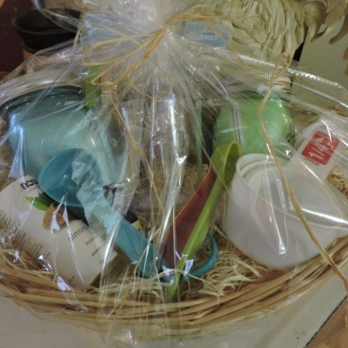 gift baskets with kitchen items make great gift ideas